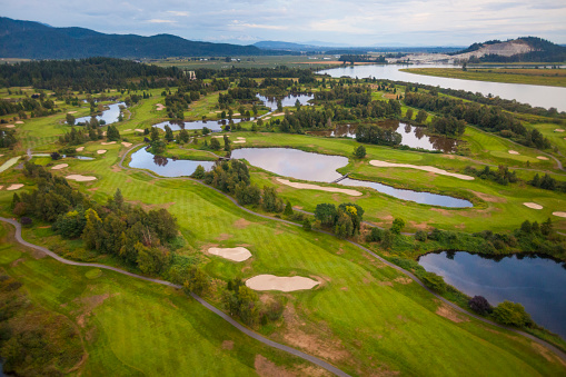 Sand Trap「Aerial view of golf course in mountains」:スマホ壁紙(1)