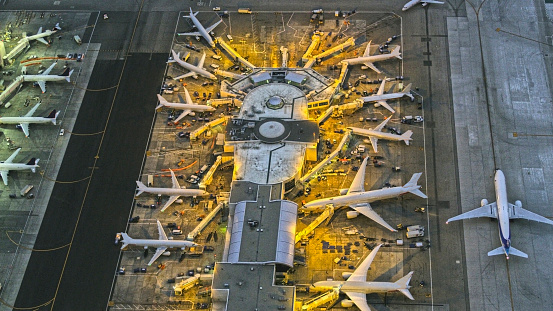 City Of Los Angeles「Aerial view of airport, Los Angeles, California, United States」:スマホ壁紙(14)