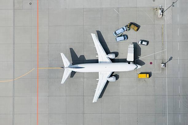 Aerial view of airplane and vans:スマホ壁紙(壁紙.com)