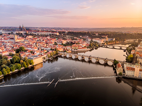 Vltava River「Aerial view of Prague Castle, cathedral and Charles Bridge at sunrise in Prague」:スマホ壁紙(15)