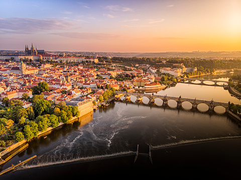 Czech Republic「Aerial view of Prague Castle, cathedral and Charles Bridge at sunrise in Prague」:スマホ壁紙(19)