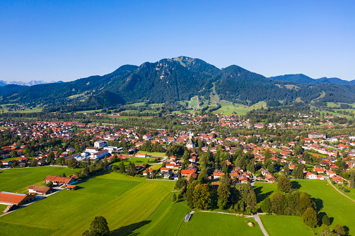 Brauneck「Aerial view of Lenggries with Brauneck against clear blue sky, Bavaria, Germany」:スマホ壁紙(13)