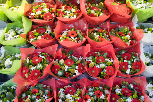 Flower Shop「Aerial view of red flower bouquets at outdoor market, Paris」:スマホ壁紙(13)