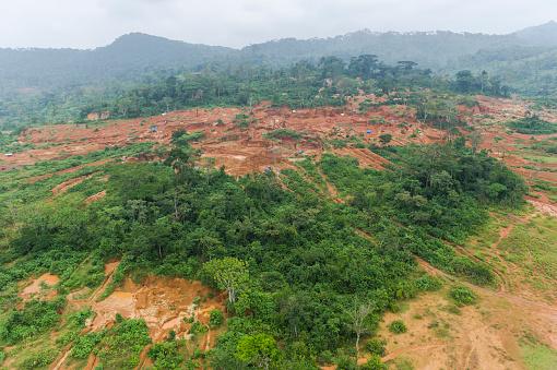 コンゴ民主共和国「Aerial view of Artisanal Gold Miner, near Mongbwalu, Democratic Republic of the Congo」:スマホ壁紙(12)