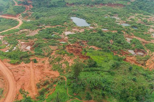コンゴ民主共和国「Aerial view of Artisanal Gold Miner, near Mongbwalu, Democratic Republic of the Congo」:スマホ壁紙(13)