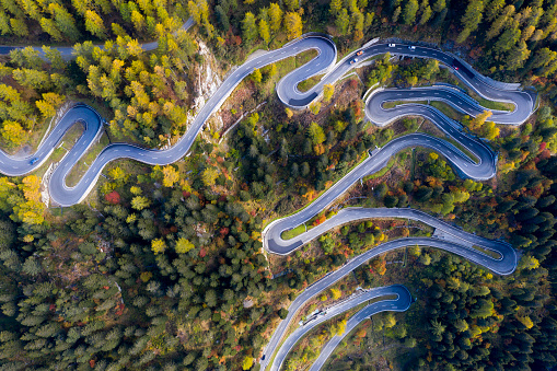 Hairpin Curve「Aerial View of Maloja Pass in Swiss Alps」:スマホ壁紙(14)