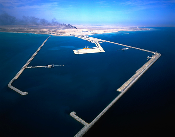 Qatar「Aerial view of Liquid Natural Gas Refinery and harbour, Qatar.」:写真・画像(16)[壁紙.com]