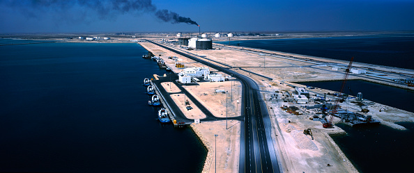 Fuel and Power Generation「Aerial view refinery port Qatar, construction works and pilot boats」:写真・画像(15)[壁紙.com]