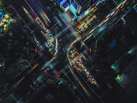 City Street「Aerial View of City Street Crossing at Night」:スマホ壁紙(16)