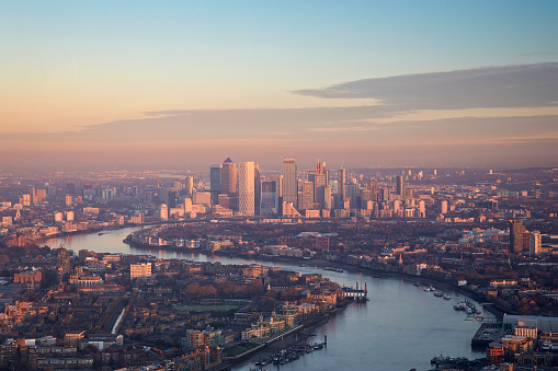 London Bridge - England「Aerial view to Canary Wharf in London at sunset」:スマホ壁紙(11)