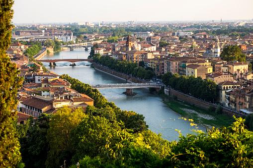 UNESCO「Aerial view of Verona」:スマホ壁紙(19)