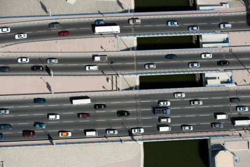 交通量「Aerial view of vehicles driving along a motorway」:スマホ壁紙(7)