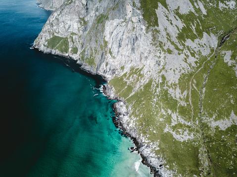 Hiking「Aerial view of turquoise Kvalvika beach in the Arctic on Lofoten Islandsin Norway」:スマホ壁紙(14)