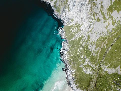 Hiking「Aerial view of turquoise Kvalvika beach in the Arctic on Lofoten Islandsin Norway」:スマホ壁紙(19)