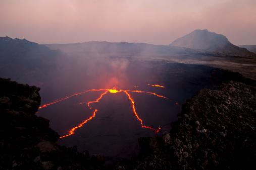 Lava「Aerial view of an erupting volcano in Erta Ale, Ethiopia」:スマホ壁紙(0)