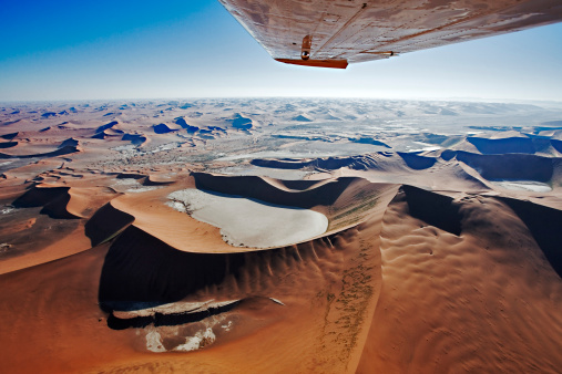 Namib-Naukluft National Park「Aerial view of sand dunes at Sossusvlei in Namib desert. Wing tip visible of airplane. Namib Naukluft National Park, Namibia.」:スマホ壁紙(10)