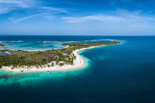 Cay「Aerial view of a white sand cay in the Caribbean sea with turquoise waters」:スマホ壁紙(16)