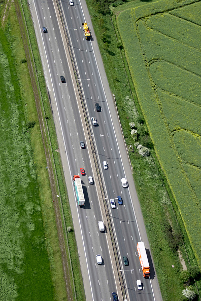 Multiple Lane Highway「Aerial view north west of M11, traffic, fields in Essex, UK」:写真・画像(15)[壁紙.com]
