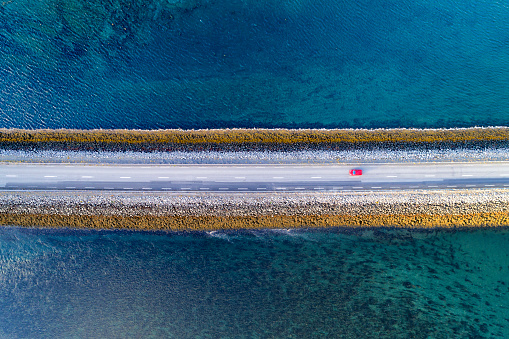Remote Location「Aerial View of Road on Causeway in Iceland」:スマホ壁紙(2)