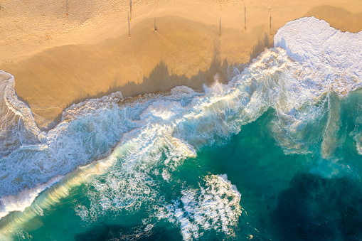 Shallow「Aerial View of Rough Sea Waves and Beautiful Beach.」:スマホ壁紙(13)