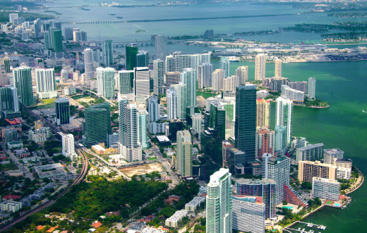 Causeway「aerial view of the skyline in Miami, Florida.」:スマホ壁紙(18)