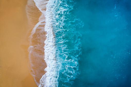 島「上空からの眺めの波をオフにターコイズ ブルーの海」:スマホ壁紙(4)