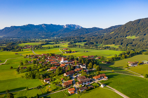 Brauneck「Aerial view of town and mountains against clear sky, Bad Toelz-Wolfratshausen, Germany」:スマホ壁紙(14)
