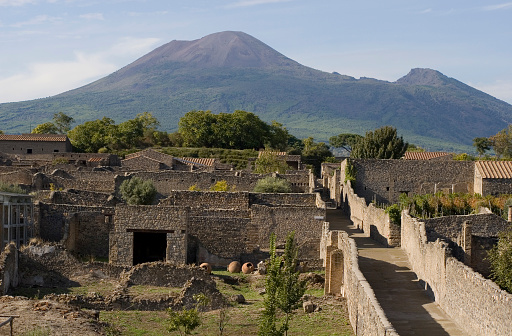 Active Volcano「Aerial view of Pompeii with Mount Vesuvius in the background」:スマホ壁紙(6)
