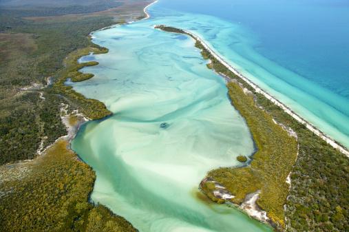 Queensland「Aerial view of Platypus Bay, Fraser Island, Queensland, Australia」:スマホ壁紙(14)