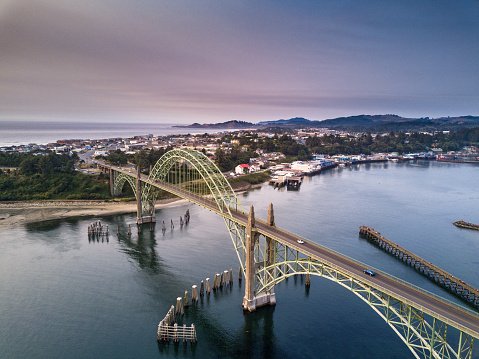 Pacific Northwest「Aerial View of Yaquina Bay Bridge and Newport, Oregon」:スマホ壁紙(9)
