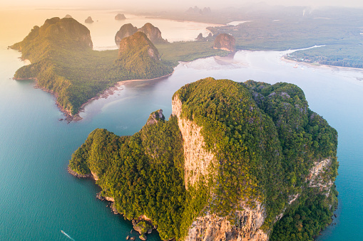 Andaman Sea「Aerial view wide shot beautiful landscape sunset tropical beach sea in south thailand Asia」:スマホ壁紙(19)