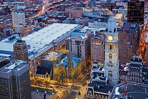 Pennsylvania「Aerial view of Philadelphia City Hall illuminated at night」:スマホ壁紙(19)