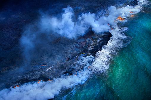 Lava「Aerial view of undersea volcanoes erupting」:スマホ壁紙(10)