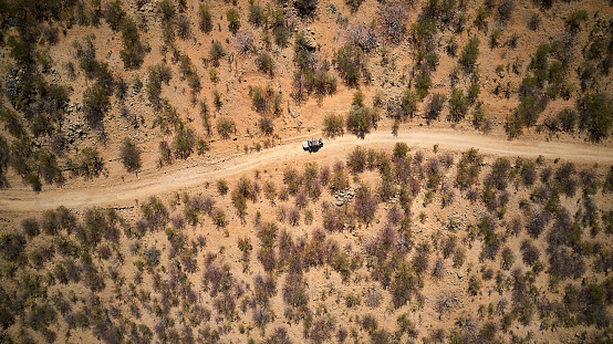 Accidents and Disasters「Aerial view of jeep on dirt track, Opuwo, Namibia」:スマホ壁紙(11)