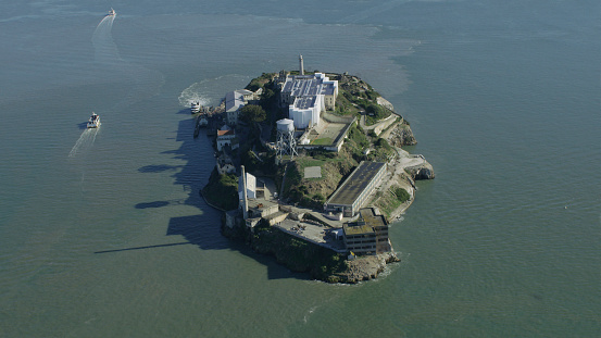 Infamous「Aerial view of island prison, San Francisco, California, United States」:スマホ壁紙(15)