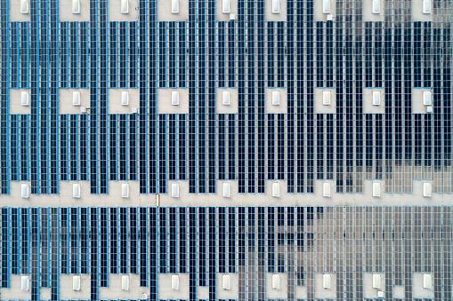 Solar Energy「Aerial View of Solar Panels on Rooftop」:スマホ壁紙(7)
