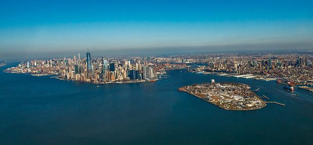 Helicopter「ニューヨーク市のスカイラインとガバナーズアイランドのヘリコプターによる空撮」:スマホ壁紙(2)