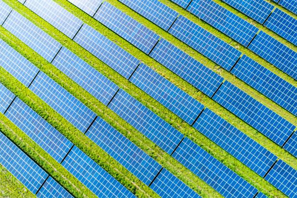 Aerial view of photovoltaic plant:スマホ壁紙(壁紙.com)