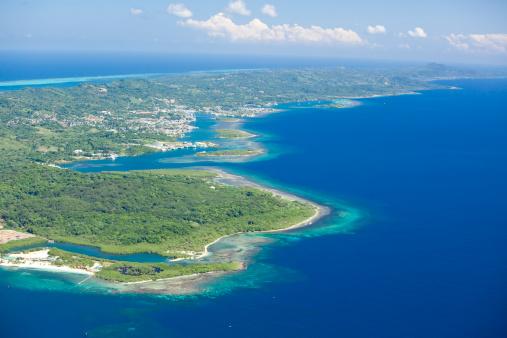 Bay Islands「Aerial view of tropical island」:スマホ壁紙(16)