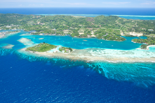 Roatan「Aerial view of tropical island」:スマホ壁紙(15)
