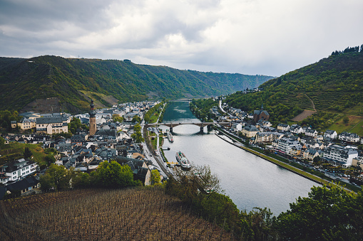 Cruise - Vacation「Aerial view of Cochem and the River Moselle at river Moselle, Rhineland-Palatinate, Germany」:スマホ壁紙(3)