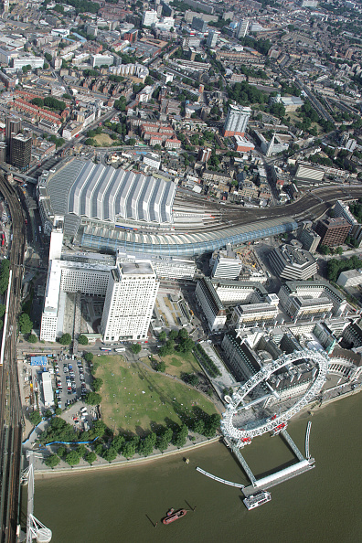 Shell Building「Aerial view of the Waterloo train station and Eurostar terminal with the London Eye, London.」:写真・画像(6)[壁紙.com]