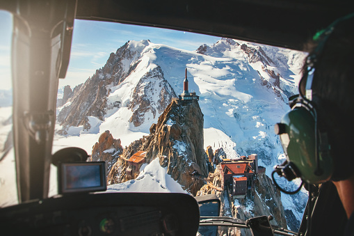 Steep「Aerial view of Aiguille du Midi from Mont Blanc massif in french Alps mountains view from helicopter cockpit」:スマホ壁紙(12)