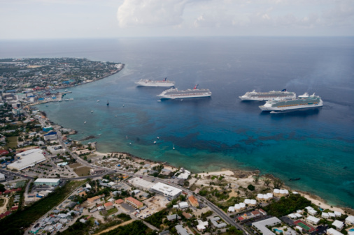 Cayman Islands「Aerial View Cruise Ships at Anchor」:スマホ壁紙(5)