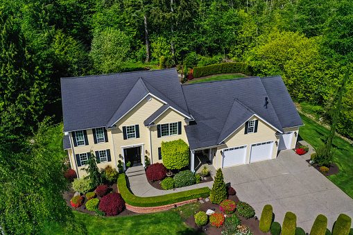 Rooftop「Aerial View of a Modern American Craftsman Style House Exterior」:スマホ壁紙(11)