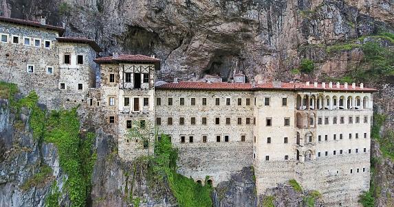 Temple「スメラ修道院はトラブゾン、トルコの空撮。」:スマホ壁紙(8)