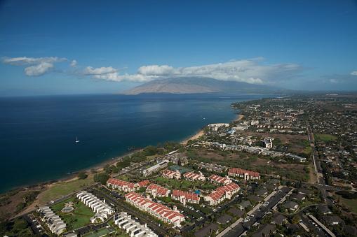 Kihei「Aerial view of condominiums, Kihei and Wailea, a sailboat and the West Maui mountains」:スマホ壁紙(6)