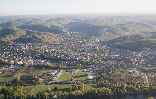 Nouvelle-Aquitaine「Aerial view of Souillac in the Dordogne valley」:スマホ壁紙(3)