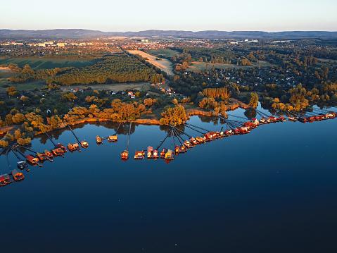 Footbridge「Aerial view of fishing houses line on the lake shore, Hungary」:スマホ壁紙(2)