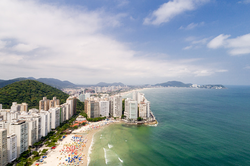 Unrecognizable Person「Aerial View of Pitangueiras Beach in Guaruja, Sao Paulo, Brazil」:スマホ壁紙(4)
